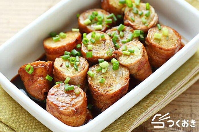 キャベツ×豚肉の組み合わせは、炒め物だけではありませんよ。シャキシャキのキャベツをお肉で巻けば、見た目もかわいい肉巻きの完成!お弁当箱に丁度いいサイズのおかずです。