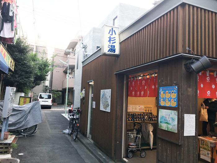 サブカル好きにたまらないスポットがたくさんある高円寺。週末は古着屋めぐりをして、喫茶店で休憩したら、レトロな銭湯へ行こうか、それとも飲みに行こうか。好きな場所を見つけるたびに、楽しい選択肢もどんどん広がっていきます。