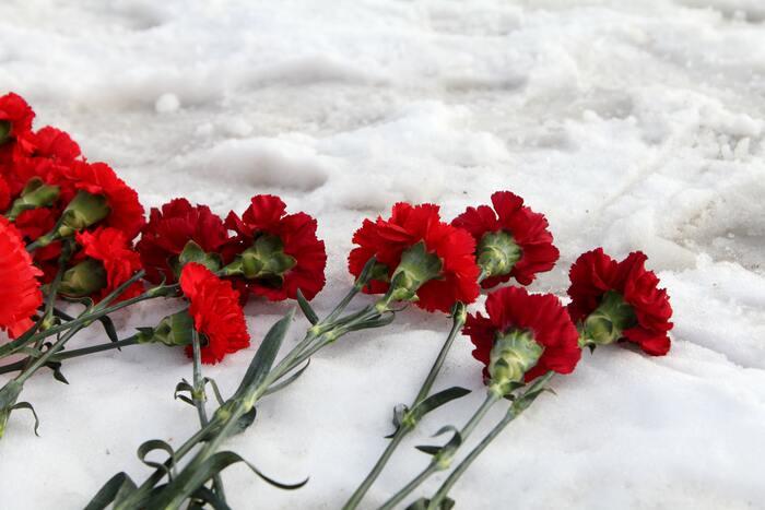 12本の花束のことを『ダズンフラワー』といい、感謝や愛情、尊敬などの意味合いを込めて贈ることができるのだそう。『ダズンカーネーション』として12本の花束にすれば見た目も華やかですし、気持ちのこもった贈り物にできそうですね。もし本数に迷ったら、12本の花束にしてみましょう。