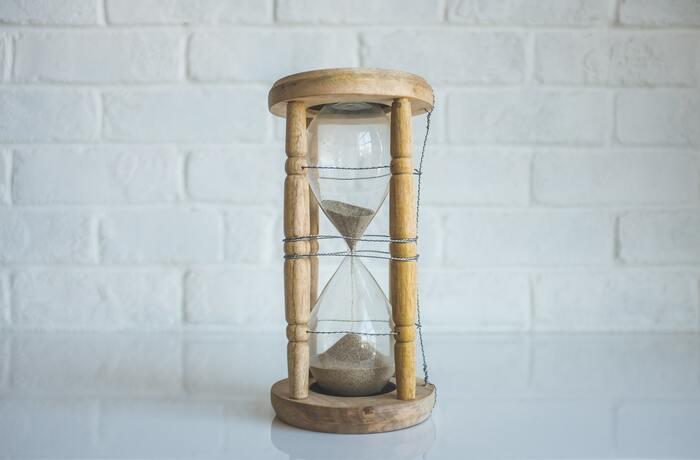 30代からの時間は、とても貴重なものです。今までは時間をかけることでカバーできていたものが、年齢を重ねて仕事が忙しくなったり、家族が増えて自分の時間が減ったりすることによって、難しくなっていく場面は多いもの。例えば肌のお手入れ一つとっても、毎日たくさんの時間と工程を重ねるのは厳しいはず。少し高くてもお金で解決するものにはお金を使って、お金で買えないものに時間を使うことを意識してみてください。