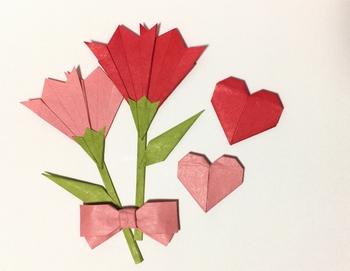 お花やギフトを用意したら、感謝の気持ちを伝えるのを忘れずに。メッセージカードはもちろん、イラストや折り紙など手作りのものをちょっと添えるだけでも、思い出に残る母の日になりますよ。