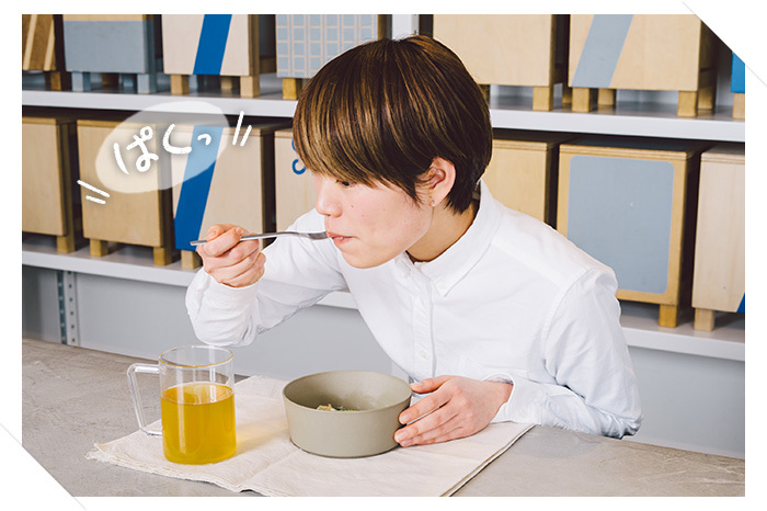 「ヨーグルトペンネ」をお試しいただいたのは「THINK OF THINGS」で働く、店舗販売スタッフの鬼澤彩乃さん。