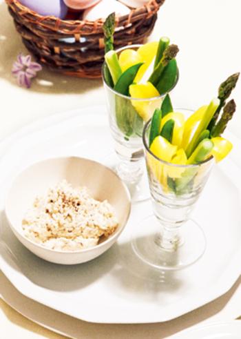 ディップは、野菜スティックや蒸し野菜、温野菜サラダなどに添えれば、より栄養バランスもよくなり、コクのある美味しさも楽しめます。また、ディップは肉・魚料理などのソースとしても幅広く使えます。