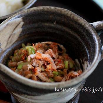 朝食に欠かせない納豆ですが、桜海老などを加えることでおつまみとしても美味しくいただけます。栄養もアップして、体に良さそうですね。