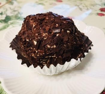 ごろんとしたフォルムがインパクト大なコチラのケーキは、なんとコーヒーゼリーのケーキ!お土産にも喜ばれますよ。