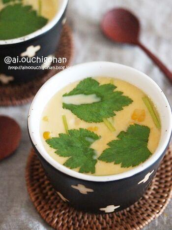 レンジでの茶碗蒸し作りに慣れてきたら、食材を変えてアレンジしてみましょう。出汁をあごだしに変えるだけで、一気に風味豊かで本格派の味わいになりますよ。