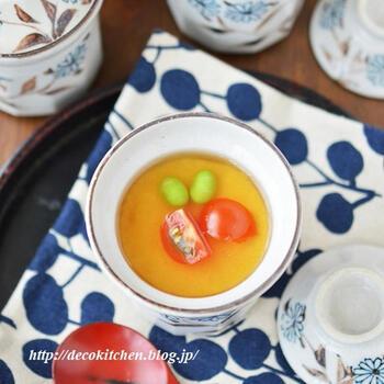 夏にぴったりなあんかけの豆乳茶碗蒸しのレシピを3つ紹介してあります。冷やしぽん酢・レモン醤油・梅あん…どれもさっぱりとして食べやすく、夏バテ時にぴったりですよ。