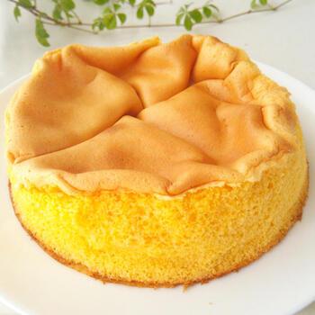 カステラの起源と言われているスイーツパン「パン・デ・ロー」。半熟カステラとも呼ばれる通り、中はしっとり。好みによって焼き具合を調整しましょう*卵で味が左右されるので、ぜひ新鮮な卵を使用して作ってみてくださいね♪