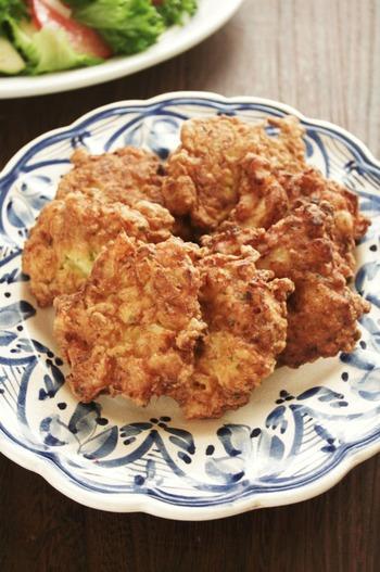 """こちらは日本のかき揚げの元とも言われている「パタニスカス・デ・バカリャウ」です。""""バカリャウ""""が干し鱈という意味なので、こちらにも鱈が入っていますが、作るときはもちろん生の鱈でOK◎夕食の一品にはもちろん、おやつ代わりにもなりますよ*"""