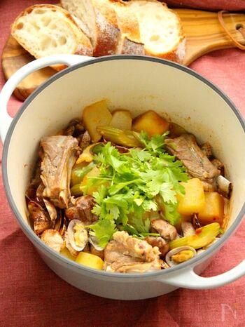 続いてはポルトガルの煮込み料理をご紹介。「アレンテージョ」はポルトガル南部の地域名でもあります。豚肉とアサリが入ったものが基本ですが、こちらのレシピでは冬瓜も入っています。栄養たっぷりの家庭料理でパワーをつけましょう♪