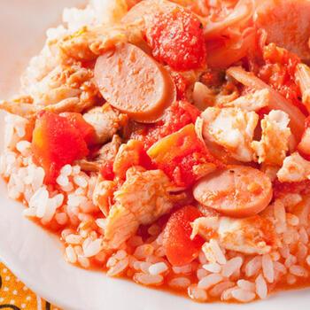 「アロウズ・デ・マリスコス」とは魚介のリゾット。こちらのレシピでは鯛とトマト缶を使って作っていますが、あさり、えび、いか、たこなど数種類を組み合わせて入れても美味しいです*魚介の旨味がぎゅっと詰まった一品です!