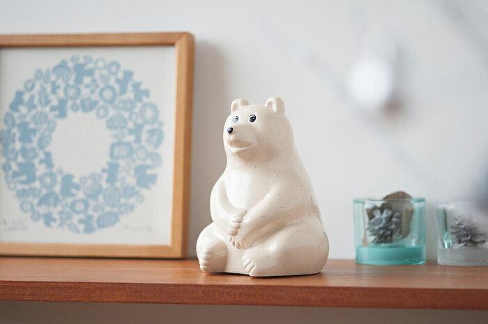 こちらもフィンランド生まれの、可愛いクマさん型貯金箱です。フィンランドの子供たちは、クマの体いっぱいに貯まったら銀行で貯金箱の鍵を開けてもらっていたそう。年齢問わず使いやすいデザインで、北欧インテリアに馴染みますね。