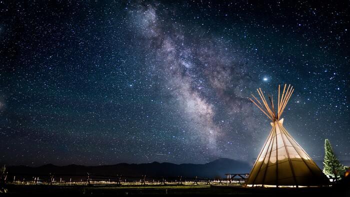 満点の星空を楽しめるのはキャンプの醍醐味。澄んだ空気のなか、美しく輝く星空を眺めたら、抱えている悩みやストレスもなんだかちっぽけに思えてくるから不思議です。