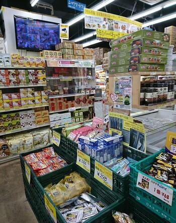 韓国の人気食材が集められたソウル市場ですが、実は自社製品も多く扱っており、オンラインショップなどでも人気となっています。手軽に買える即席めんやお菓子などはちょっとしたお土産としても便利です。