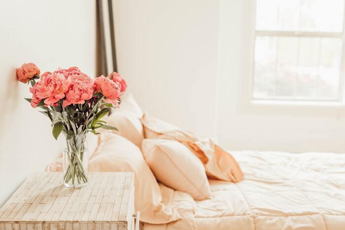 """おうちでいつでもお花見気分♪""""ピンク色""""やお花""""で彩る「インテリアの工夫」"""