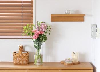 こちらのブロガーさんは、複数のお花を組み合わせています。同じピンク色でもいろいろな色合いがあるので、いくつか組み合わせてグラデーションを楽しむのも良いですね。緑が入るとより彩り豊かに、お花の色も引き立ちます。透明な花瓶の場合は、生けるものの色味を増やして華やかさを強調するのも良いでしょう♪