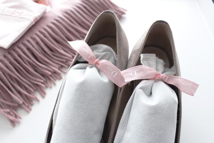 こちらのブロガーさんは、消臭などに役立つシューズキーパーをピンクのリボンで結んでいます。ちょっとした工夫で春効果バツグン♪ピンク色の靴じゃなくても、玄関が華やぎますね。靴べらにピンクのリボンを結んでみるなど、些細なところから変化つけて楽しむのもアリですよ。
