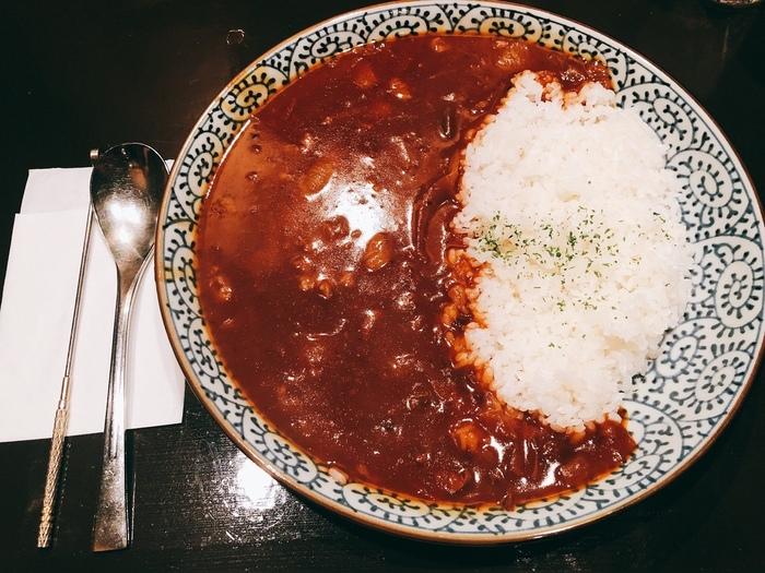 横濱屋のもう一つの看板メニューが「ハヤシライス」です。味わい深いハヤシライスは、お店こだわりのコーヒーや雰囲気ともぴったり合うように作られています。ゆっくりと過ごせる老舗の喫茶店です。
