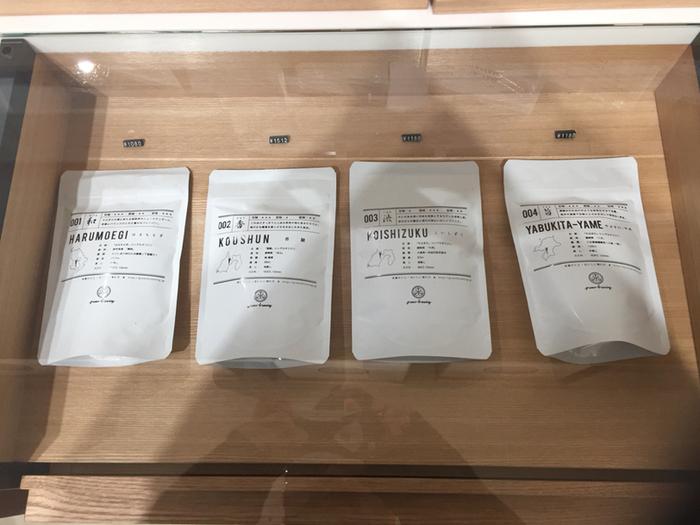 """オンラインショップのページからは、生産地や生産者さんの動画も観ることができます。さらに、毎月2種類のお茶が付いてくる情報誌""""TOKYO TEA JOURNAL""""というものも販売しています。美味しいお茶を味わいながら、今まで知らなかったお茶の世界を勉強できちゃいます♪(写真は実店舗「東京茶寮」さんから)"""