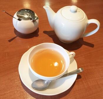 「ティーハウスマユール」は、田園都市線宮崎台駅北口から徒歩2分ほどの所に実店舗を構える紅茶の専門店。通販サイトからも本場インドのティーブレンダーが厳選した、新鮮なインディアティーやセイロンティーなどを楽しめます。