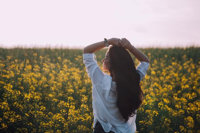 笑うことでリラックスモードに切替わり、副交感神経が活発化されるといいます。声に出して笑えることができれば、スッキリとした気分になり自ずと穏やかな心が取り戻せそうですね。