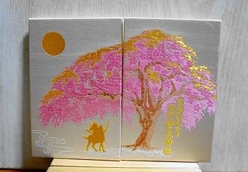 大きな桜と、それを眺める徳川家康がモチーフになった西陣織の御朱印帳。カラーは三色あります。時期によって限定の御朱印がいただけるので、タイミングを見計らって訪れてみてください。