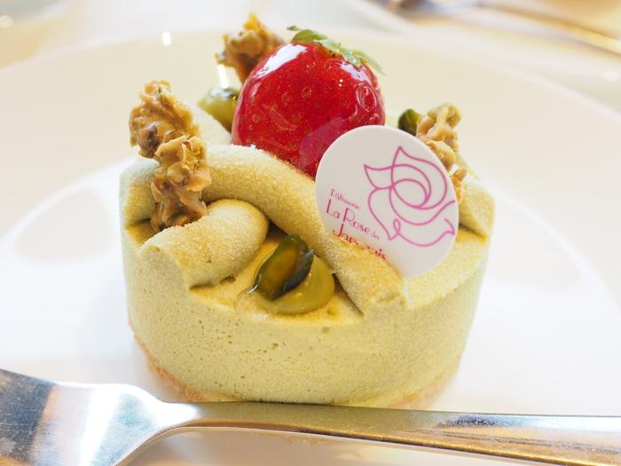 数あるケーキのなかでも、1番人気を誇るのがピスタチオを使った「ピクシー」です。2010年に開催されたワールドペストリーチームチャンピオンシップで世界一に輝いた看板スイーツで、ピーターパンの妖精をイメージして作られているそう。