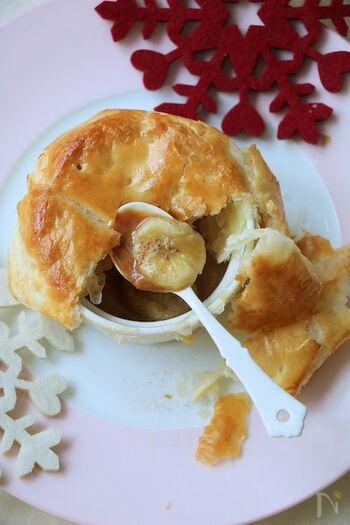 こちらは変わり種のデザートポットパイ。バナナ、生クリーム、キャラメルを器に入れ、パイを被せて焼くだけなので簡単に作れます。とろっと溶けたキャラメルと、濃厚な甘みがたまりません!