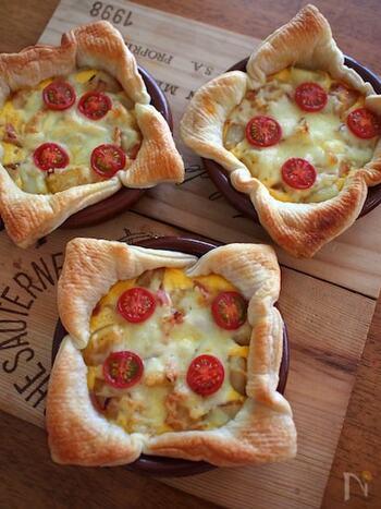 グラタン皿でできるミニキッシュ。ジャガイモを入れるのでボリュームが出ます。生クリームやバターを使わないため、カロリーを抑えられるのは嬉しいですね!