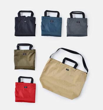 日常使いにちょうど良いサイズ感のショルダーバッグです。携帯電話や鍵など細かい物を収納できるサイドポケットも付いているので、バッグの中で散らかりません。使わない時はコンパクトに収納することも可能。