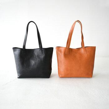 レザーバッグの定番ブランド「IL BISONTE(イルビゾンテ)」のレザーバッグ。シンプル&ベーシックなデザインはずっと長く使えるクラシカルなアイテムですね。大容量なので、出張や旅先へもおすすめ。