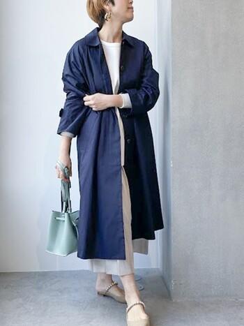 爽やかなミントグリーンが心地良いショルダーバッグ。インナーをワントーンコーデに、アウターは引き締めカラーでコントラストをつけましょう。シンプルな装いの中、バッグのカラーが程よいアクセントに。
