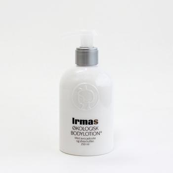 デンマークのスーパーマーケット『イヤマ』のオーガニックコスメシリーズ。こちらはクリーム状のローションなので滑らかなのにさっぱりとした使用感。ビタミンEを豊富に含むアボカドオイルとシアバターを配合。保湿効果とターンオーバーの促進が期待できます。