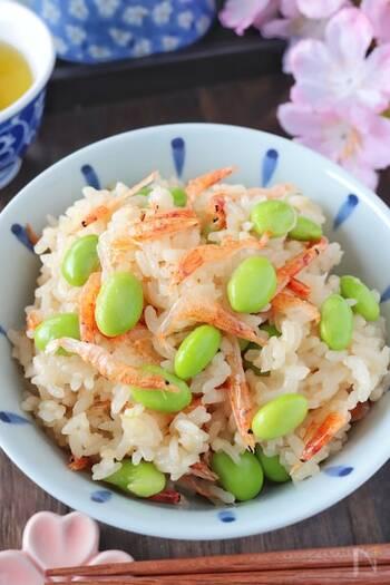 もち米がないときには、白米にお餅を入れて炊くと、まるでもち米のようなもちもち感が出ます。お水は少し多めがいいようです。