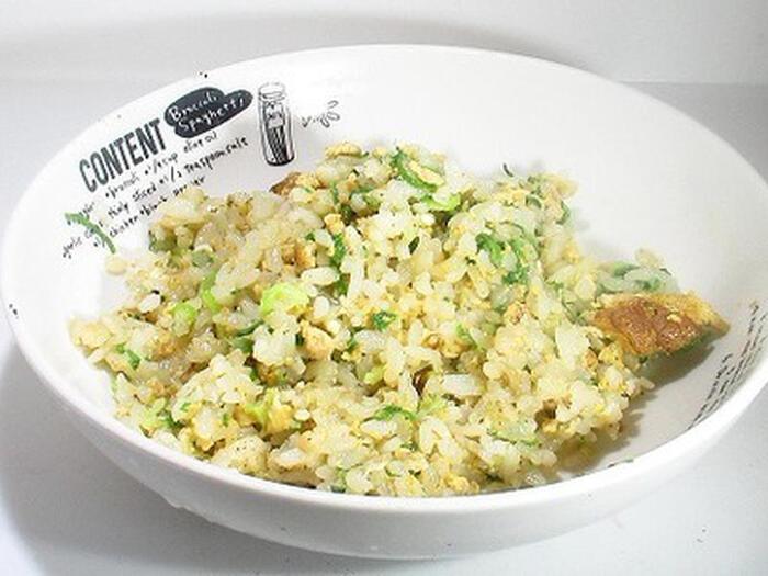 卵・青ネギというシンプルすぎる具材でも、美味しいチャーハンはつくれます!ポイントは、ウェイパーで味付けすること。無い場合は、鶏がらスープの素で代用しても美味しいですよ。  この味付けならば、納豆など、さらに冷蔵庫のある食材を適当に投入して一緒に炒めても、美味しく仕上がります。