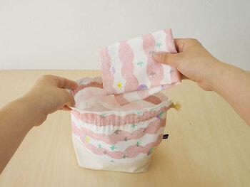 お揃いの布でお弁当袋を作ってもいいですね。ランチタイムが楽しくなりそうです。