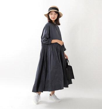 広すぎず狭すぎないツバの幅が大人女性のファッションにしっくり馴染みます。100%天然素材を使用した贅沢な造りなので、身に付けるだけで高級感がありますね。