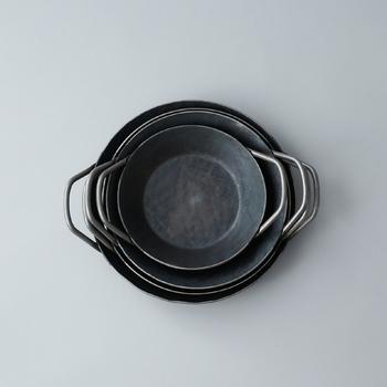 20cm、24cm、26cm、28cmの4種類があり、小さいサイズはお家のオーブンで使いやすく、大きいサイズも大人数の集まりで活躍してくれます。フライパンと同じくスタッキング収納が可能なので、何種類か揃えるのも良さそう。