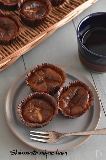 表面を真っ黒に焦がして焼いた人気のバスク風チーズケーキを自宅で手作り。混ぜて焼くだけなので意外と簡単です。