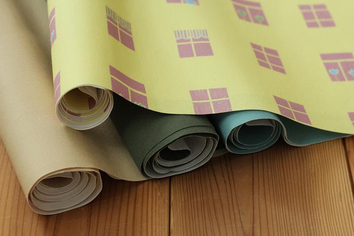 使用する生地はキャンパス生地、帆布がおすすめですが、丈夫であればどんな生地でも良いですよ。 厚手の生地はミシンで縫いにくい場合もあるので、糸調子やミシンとの相性も見ながら作りましょう。