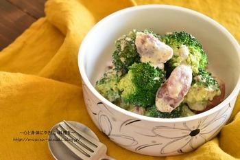 こちらのブロッコリーとウィンナーのサラダは作り置きできるだけでなく、レンジで作れちゃう簡単レシピです。 お弁当作りの手間が少しでも省けるのは嬉しいですね。