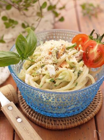 ツルッと食べやすいサラダスパゲッティはお弁当でも人気のおかずですね。 好きな野菜とパスタを市販のドレッシングと絡めるだけでも、とっても美味しい!