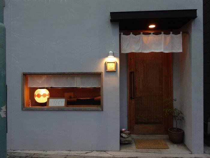 由比ヶ浜通り、六地蔵の手前に位置する「一平」。おしゃれな佇まいで繊細なお料理に定評がある地元鎌倉民に愛され続けている京風割烹の人気店です。