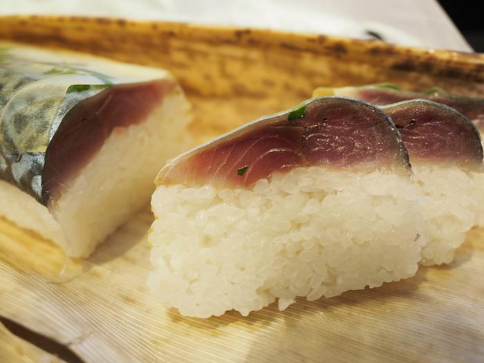 また、お店ではお持ち帰り用の鯖棒寿司も販売しています。ツヤツヤした美しいシャリと鮮度抜群の鯖棒寿司は、京都のお土産としてもおすすめですよ。