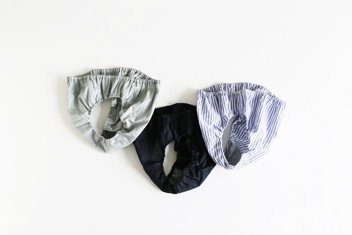 TESHIKIのパンツの素材はコットン。内布はオーガニックコットン100%です。肌に優しく、ふんわりと包んでくれるような履き心地はきっとやみつきになります。さまざまなカラーがあるので、選ぶ楽しみもあります。