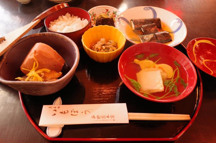 京都でお正月に食べられる「いもぼう」という伝統料理をご存知ですか?300年以上続く「いもぼう平野毛本家」では、そんな京都の伝統のお料理を味わうことができるのです。