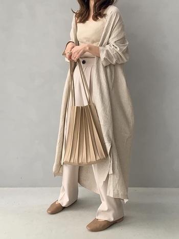少し大きめサイズのものは羽織としても使うことができ、お洒落感もぐんとUP♪今っぽいコーデに。ジャストサイズのものは、ボトムスにシャツインして女性らしいシルエットを演出すれば、大人のレディースライクな仕上がりになりますよ。