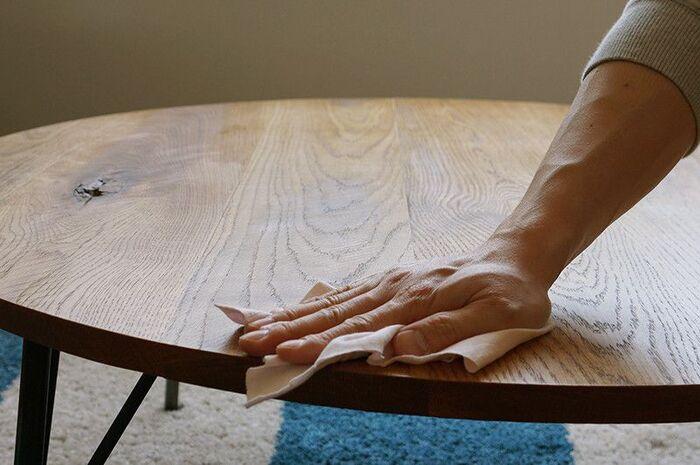 きちんとメンテナンスをしてあげることで、木の椅子は長く愛用することができますよ。日頃からこまめに乾拭きをし、汚れが目立つようならきちんと拭き取るようにしてあげてください。