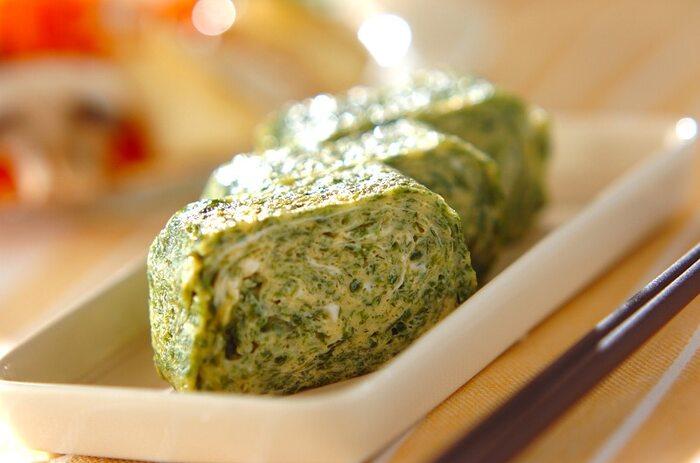 卵焼きにアオサを混ぜるだけで栄養価アップ!アオサは食物繊維もカルシウムも豊富に含んでいますよ。茶色いおかずになりがちなお弁当も、簡単に彩りよくなります。
