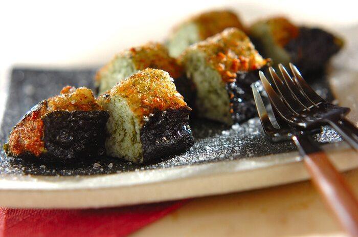 山芋をすりおろして揚げれば、特有のふわふわ食感を楽しむことができますよ。青のりと海苔の風味とも相性抜群!おやつにはもちろん、おつまみにもおすすめです。